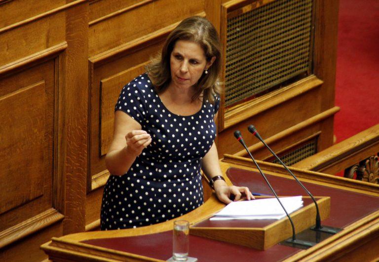 Ζητούν την παραίτηση της Χριστοφιλοπούλου – Καταγγελίες για την κόρη της και τις υποκλοπές θεμάτων των πανελλαδικών | Newsit.gr