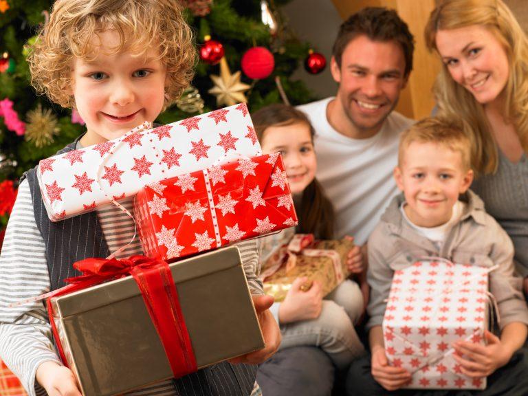 Μόνο χρηστικά και φθηνά δώρα για φέτος τα Χριστούγεννα | Newsit.gr