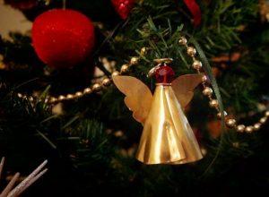 Καλές γιορτές με ΠΡΟΣΟΧΗ σε δέντρο και λαμπάκια [λίστα]