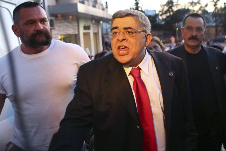 Χρυσή Αυγή κατά Αρχιεπισκόπου: Συμπλέετε με άθεους και βλάσφημους!   Newsit.gr