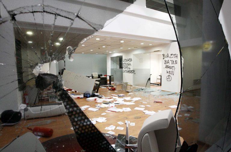Έσπασαν τα γραφεία της Χρυσής Αυγής στο Αγρίνιο | Newsit.gr