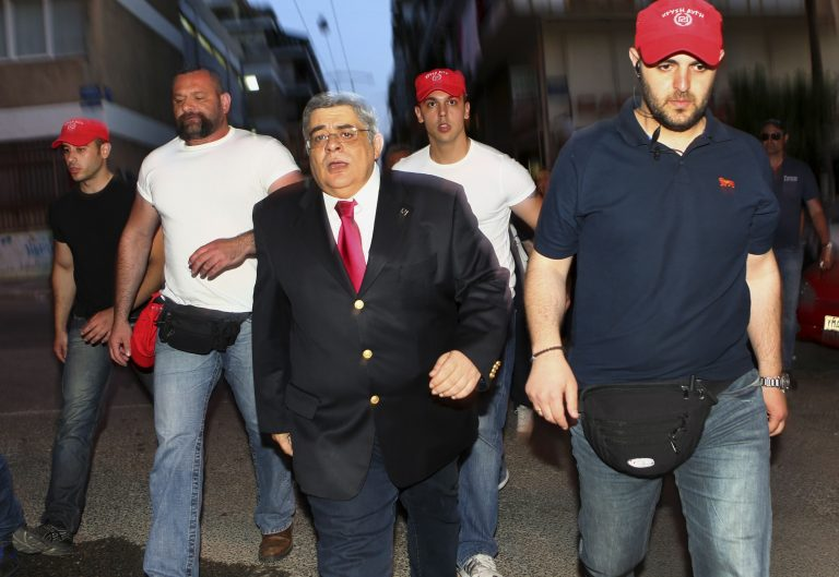 Guardian: «Η Χρυσή Αυγή γιόρτασε με εκφοβισμούς και απειλές»   Newsit.gr