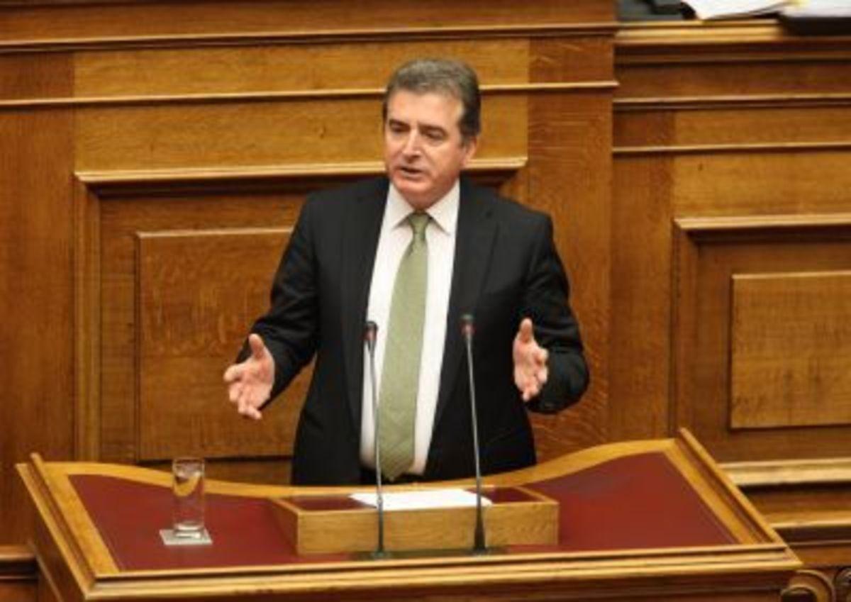 Επίθεση κατά του Μ. Χρυσοχοϊδη στον Κορυδαλλό – Τα ΜΑΤ απώθησαν τους πολίτες | Newsit.gr
