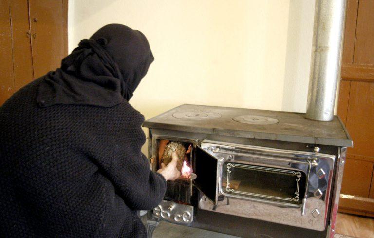 Η Ελλάδα επιστρέφει βίαια στη δεκαετία του '40 – Τα μισά νοικοκυριά δεν έχουν να πληρώσουν για να ζεσταθούν | Newsit.gr