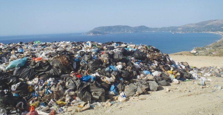 Ζάκυνθος: Οι κάτοικοι κατέλαβαν τον ΧΥΤΑ | Newsit.gr