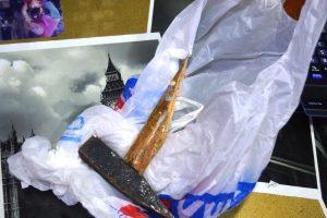 Χανιά: Έσπαγαν με αυτό το σφυρί τις βιτρίνες καταστημάτων [pics]