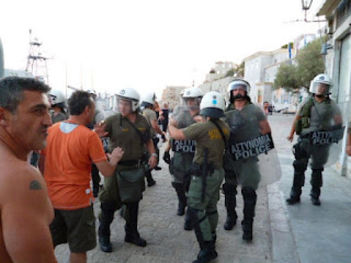 Ύδρα: Πολίτες εναντίον ΣΔΟΕ – Aκυρώνονται τα δρομολόγια – Ξυλοδαρμό πληρώματος καταγγέλλει η πλοιοκτήτρια εταιρία | Newsit.gr