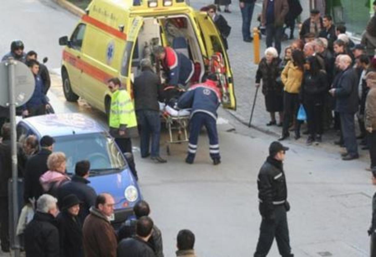 Πάτρα: Αυτοκίνητο παρέσυρε μάνα και το 1,5 ετών αγοράκι της! | Newsit.gr