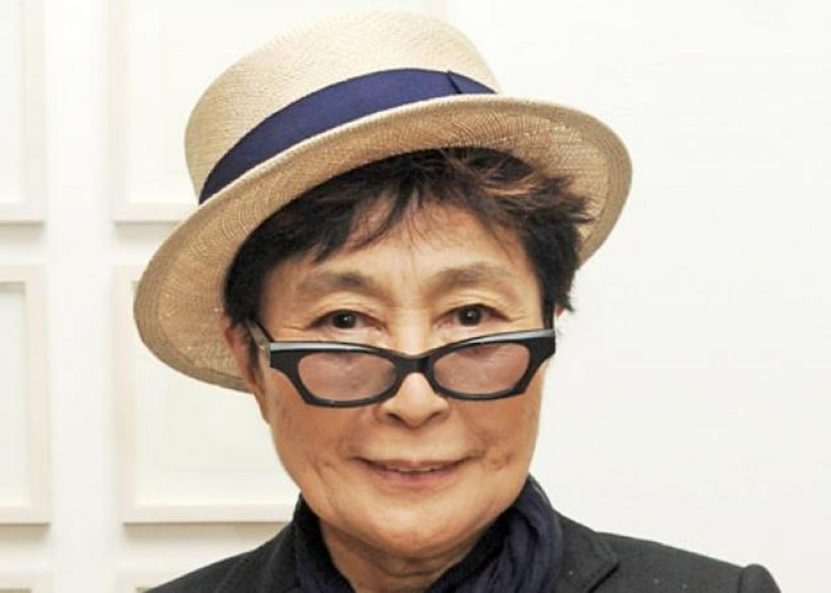 Πώς έφτασε η Yoko Ono να δίνει tips μακιγιάζ για άντρες; | Newsit.gr
