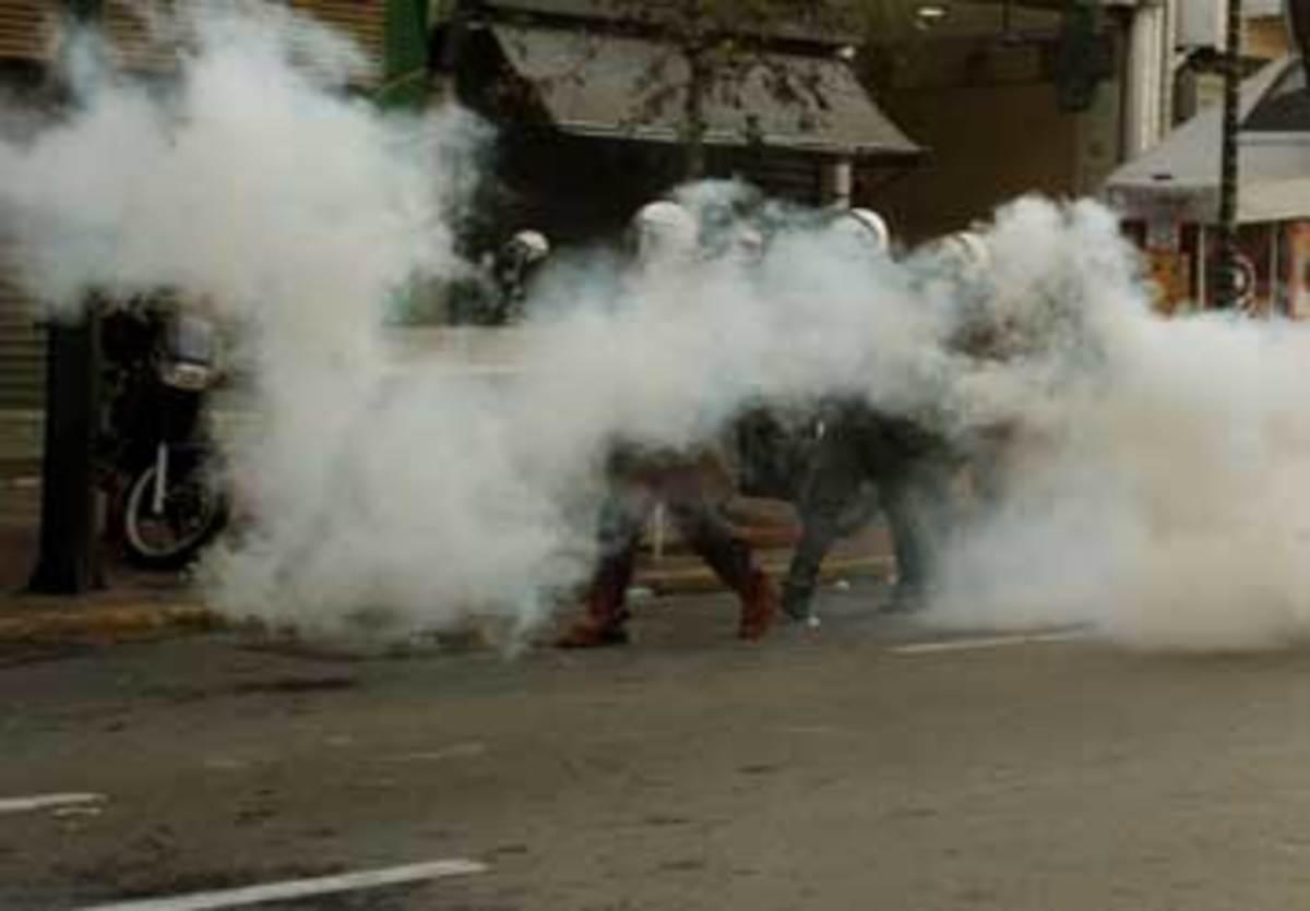 Ξύλο ΜΑΤ-απεργών στο υπ. Εργασίας | Newsit.gr