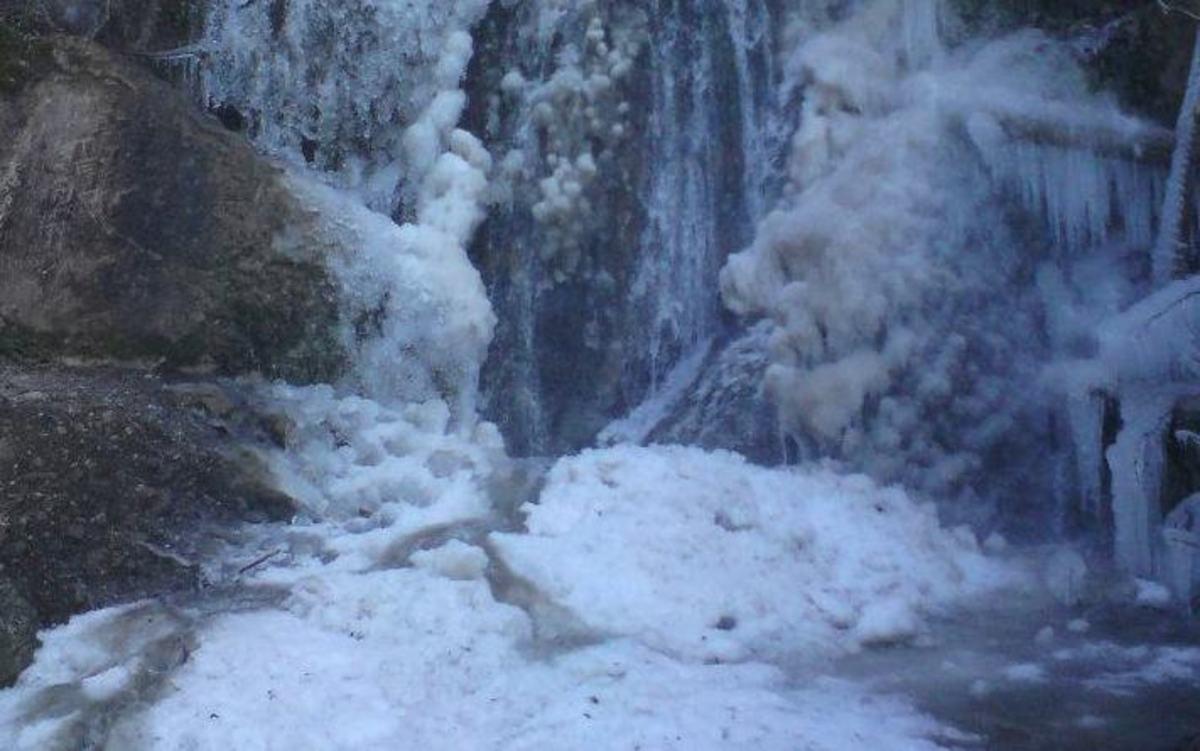 Φθιώτιδα: Πάγωσε ο καταρράκτης της Υπάτης – ΦΩΤΟ | Newsit.gr