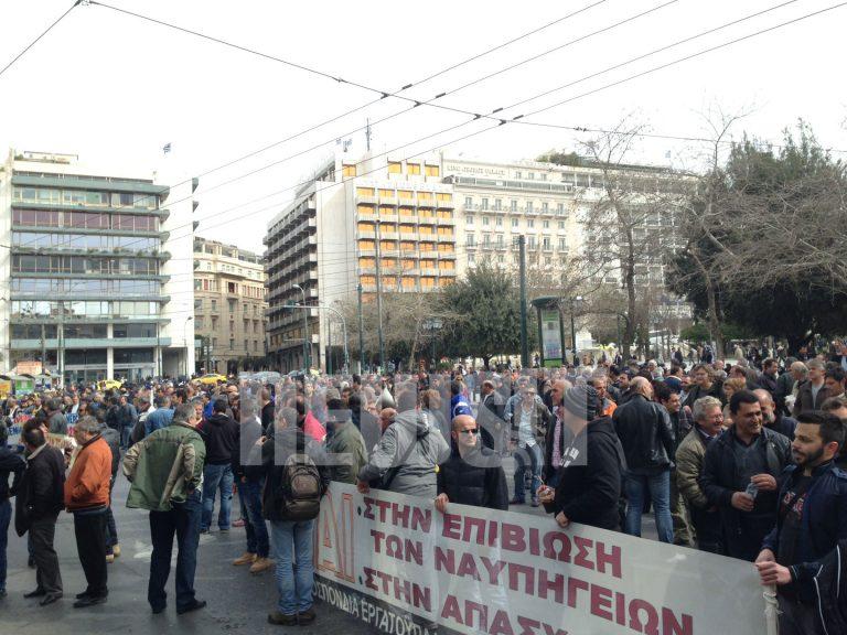 Κλειστή η Φιλελλήνων από εργαζόμενους στα ναυπηγεία | Newsit.gr