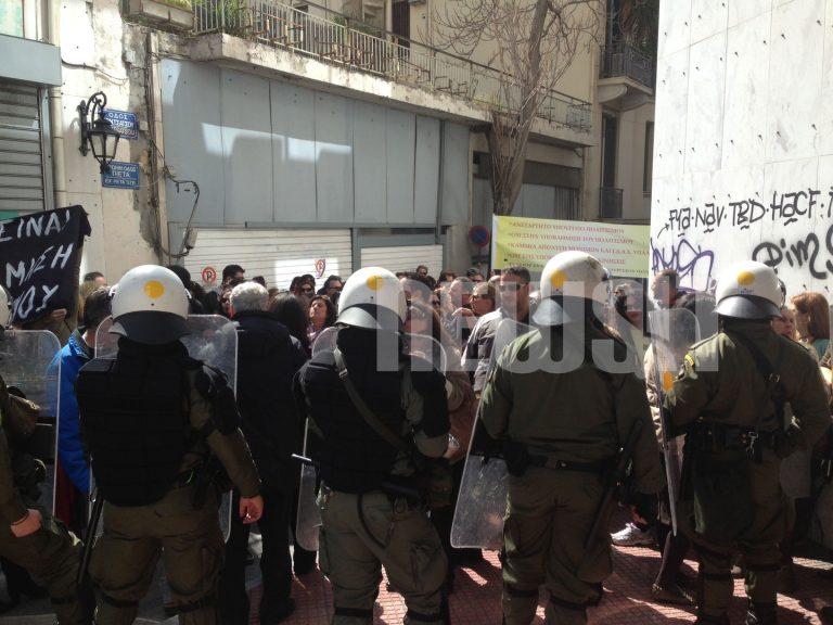 Πορεία αρχαιολόγων στο Μουσείο της Ακρόπολης όπου θα μιλήσει ο Σαμαράς   Newsit.gr