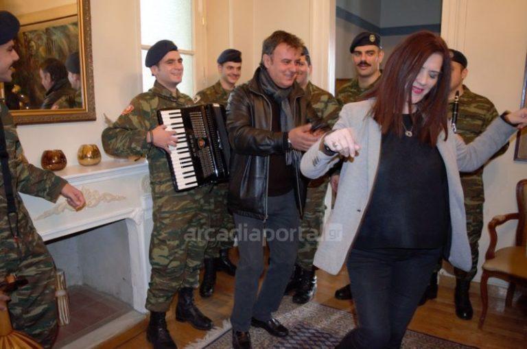 «Πίνω και μεθώ»! Χόρεψε ζεϊμπέκικο η αντιπεριφερειάρχης Πελοποννήσου [vid] | Newsit.gr