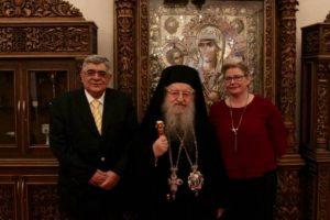 Θεσσαλονίκη: Από τα »πολιτικάντης» και τις επιθέσεις στα χαμόγελα – Η συνάντηση Άνθιμου με το ζεύγος Μιχαλολιάκου [pics]