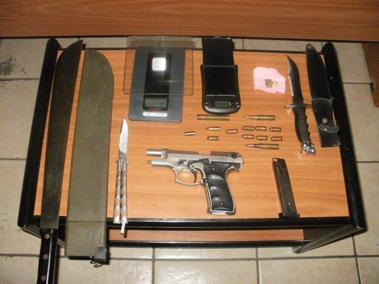 Ζάκυνθος: Μάζευε όπλα και «έσπρωχνε» ναρκωτικά | Newsit.gr