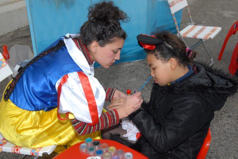 ΄Αλιμος : Γιγαντάνθρωποι και face painting | Newsit.gr