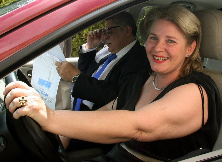 «Διώξτε τη Ζαρούλια από την Επιτροπή κατά του ρατσισμού» | Newsit.gr
