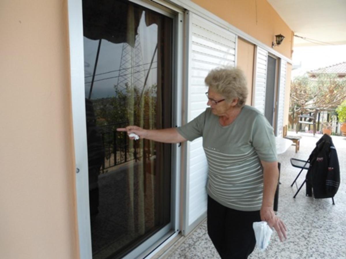 «Mπούκαραν» μέρα-μεσημέρι σε σπίτι συνταξιούχων -Video | Newsit.gr