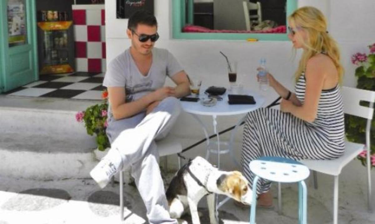 Mακρυπούλια – Χατζηγιάννης: Για καφεδάκι στο μαγαζί της Ζέτας στην Πάρο. Φωτογραφίες | Newsit.gr