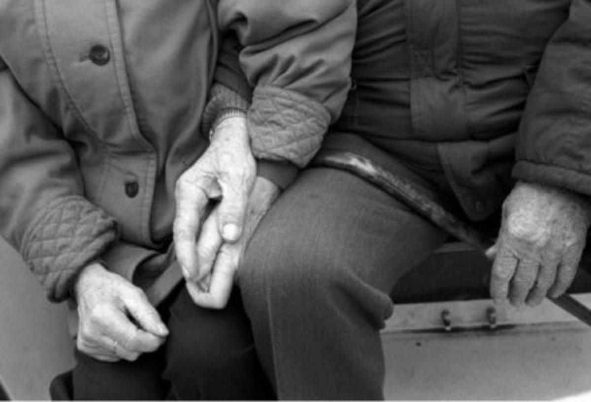 Ζευγάρι πέθανε την ίδια στιγμή από διαφορετική αιτία! | Newsit.gr