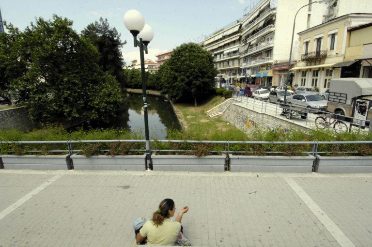 Πάτρα: Μάνα ανάγκαζε τα τρία ανήλικα παιδιά της να ζητιανεύουν   Newsit.gr