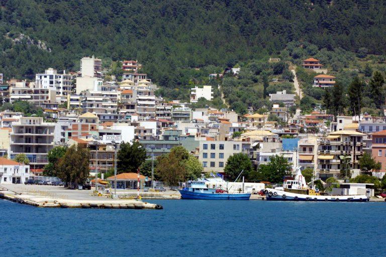 Ηγουμενίτσα: Πλοίο προσέκρουσε στο λιμάνι | Newsit.gr