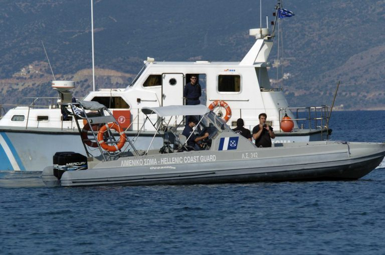 Λέσβος: Εντόπισαν λαθρομετανάστες λίγο πριν πνιγούν | Newsit.gr