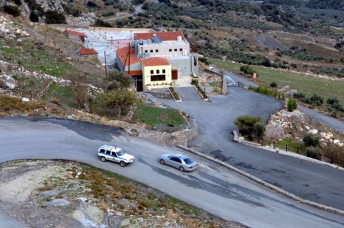 Ρέθυμνο: Έφοδος πάνοπλων αστυνομικών στα Ζωνιανά! | Newsit.gr