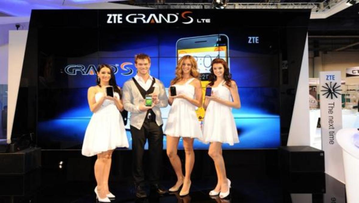 CES 2013: Παρουσιάστηκε το πιο λεπτό phablet της αγοράς | Newsit.gr
