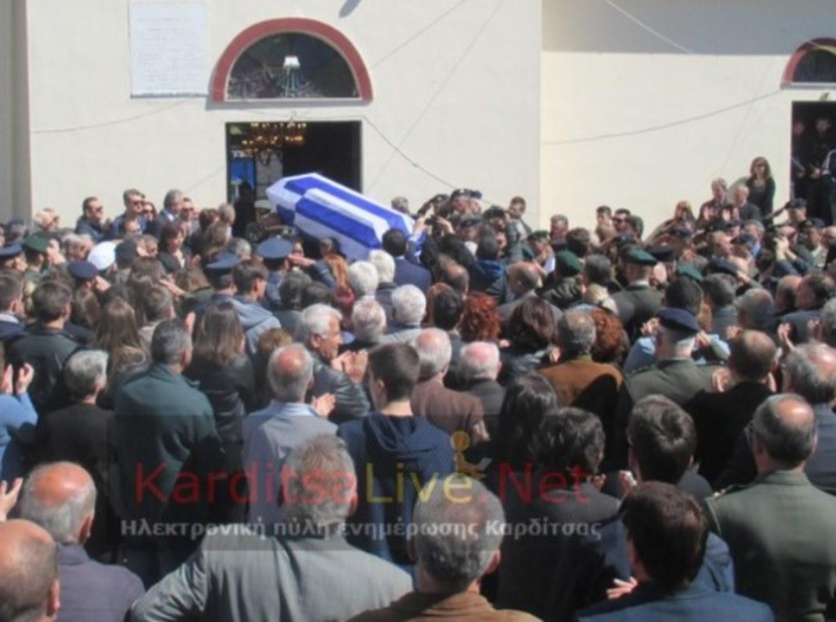 Πτώση ελικοπτέρου: Η κηδεία του συνταγματάρχη Θωμά Αδάμου – Συγκλονίζει ο θρήνος της γυναίκας του [pics] | Newsit.gr