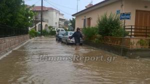 Καιρός: Δρόμοι στη Λήμνο έγιναν ένα με τη θάλασσα – Χωρίς ρεύμα η Μύρινα [vid]