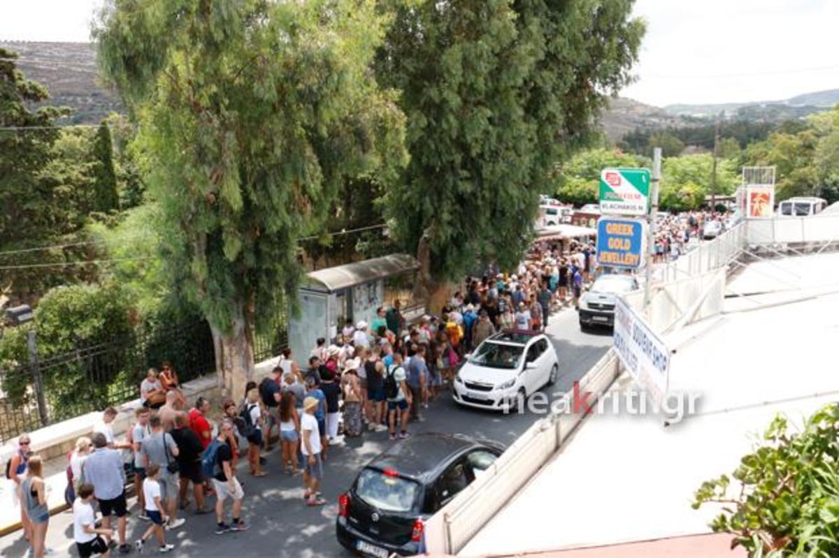 Κρήτη: Εικόνες ντροπής στην Κνωσό – Οι ουρές ατελείωτης ταλαιπωρίας – Τραγελαφική σκηνή με οδηγό λεωφορείου [pics, vids]   Newsit.gr