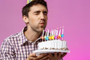 Για ποιον λόγο υγείας (!) πρέπει να ΜΗΝ σβήνετε τα κεράκια στην τούρτα