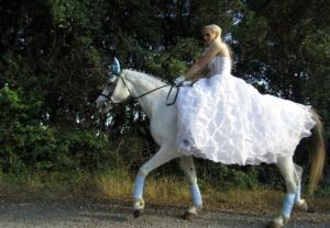 Γιάννενα: Γαμπρός και νύφη σε έναν εκπληκτικό γάμο που ζωντάνεψε μνήμες και παραδόσεις [pics]