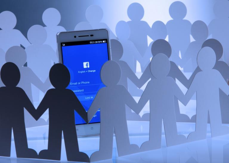 Γαλλία: Με συναίνεση των γονιών θα φτιάχνουν προφίλ στο facebook οι ανήλικοι | Newsit.gr