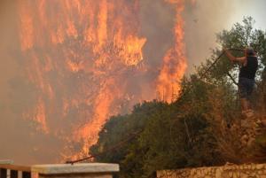 Φωτιά στη Ζάκυνθο: Σε εξέλιξη ο πύρινος εφιάλτης – Νέες συγκλονιστικές εικόνες [pics, vids]