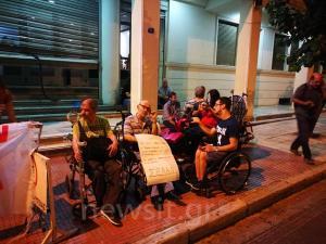 Άτομα με αναπηρία έκαναν κατάληψη στο Υπουργείο Υγείας περιμένοντας τον Πολάκη