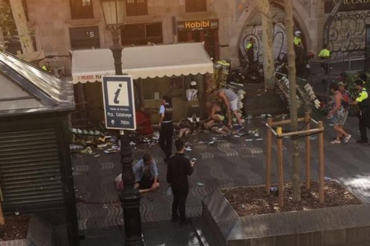 Επίθεση στη Βαρκελώνη – Συγκλονιστικές μαρτυρίες: «Παιδιά ούρλιαζαν» | Newsit.gr