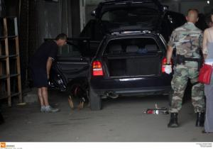 Θεσσαλονίκη: Στρίμωξε σε αυτοκίνητο 10 άτομα – Τα δύο βρέθηκαν μέσα στο πόρτ μπαγκάζ!