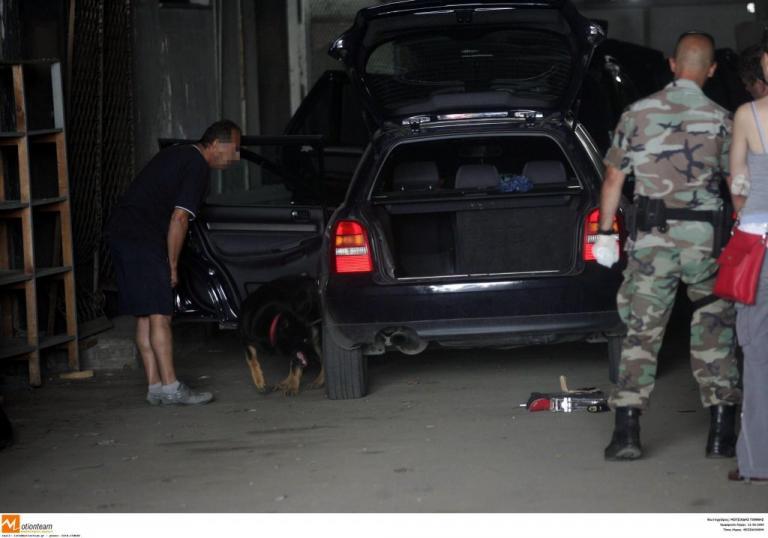 Θεσσαλονίκη: Στρίμωξε σε αυτοκίνητο 10 άτομα – Τα δύο βρέθηκαν μέσα στο πόρτ μπαγκάζ!   Newsit.gr