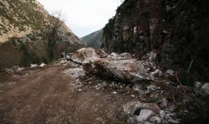Καιρός: Πτώσεις βράχων λόγω κακοκαιρίας στην παλιά εθνική οδό Αθηνών – Θεσσαλονίκης!