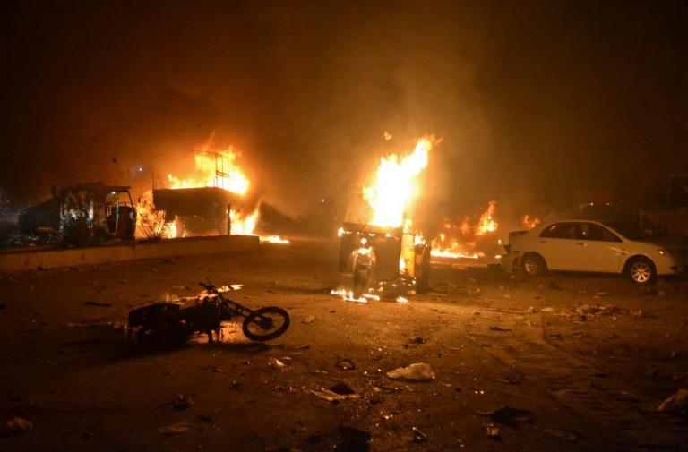 Πακιστάν: 15 νεκροί και δεκάδες τραυματίες από βομβιστική επίθεση του Ισλαμικού Κράτους | Newsit.gr