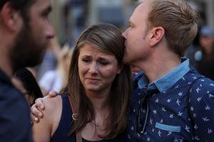 Επίθεση στη Βαρκελώνη: Ενός λεπτού σιγή για τις αδικοχαμένες ψυχές! Συγκίνηση και δάκρυα [pics, vids]