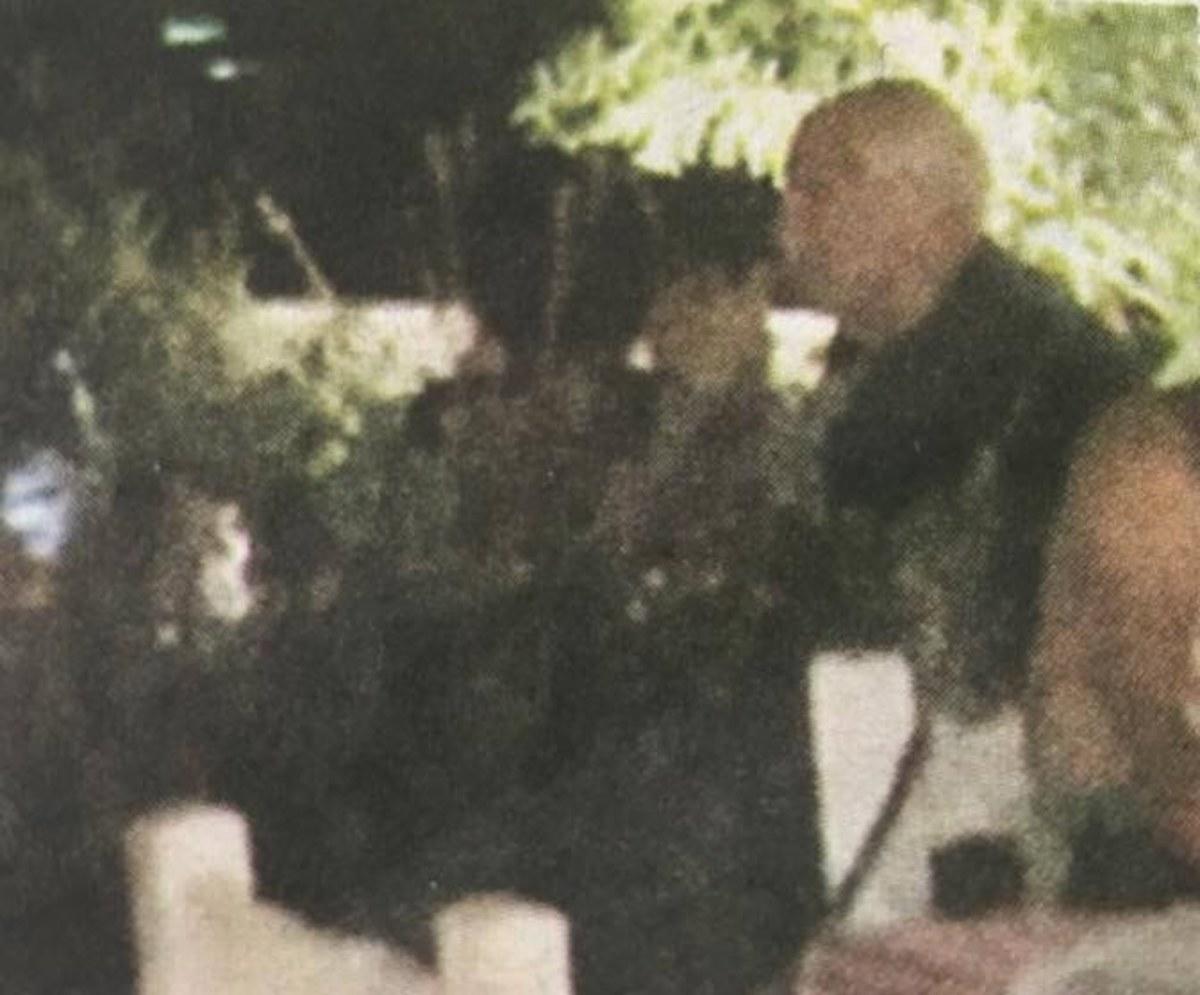 """""""Ψηφίζει""""  Σκιάθο:Δείτε τον Γιώργο Παπανδρέου με την κούκλα Ολλανδέζα σύντροφό του στο νησί!(photos)"""