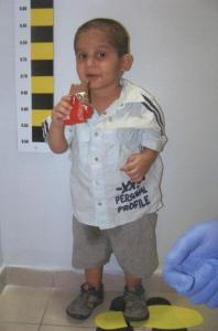 Αν ξέρετε αυτό το παιδάκι ενημερώστε την  αστυνομία