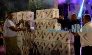 Ναυπακτία: Τείχος από σαμπάνιες μπροστά από τον αγαπημένο τους τραγουδιστή – Χαμός στο Τρίκορφο [vid]