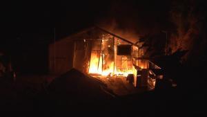 Σάμος: Νέα φωτιά στο κέντρο υποδοχής προσφύγων – Η σωτήρια επέμβαση της πυροσβεστικής!