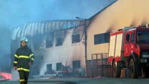 Ηράκλειο: Καταστράφηκε ολοσχερώς από φωτιά μεγάλο εργοστάσιο κατασκευής στρωμάτων!