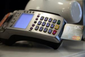 Λάρισα: Έπαθε πλάκα όταν έμαθε ποιος και πως χρέωνε την πιστωτική του κάρτα!